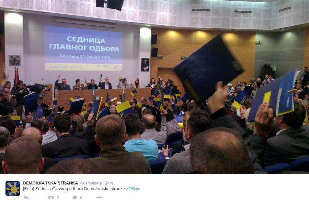 GLAVNI ODBOR DS: Vučić je gotov ako od troje građana, dvoje izađu na izbore