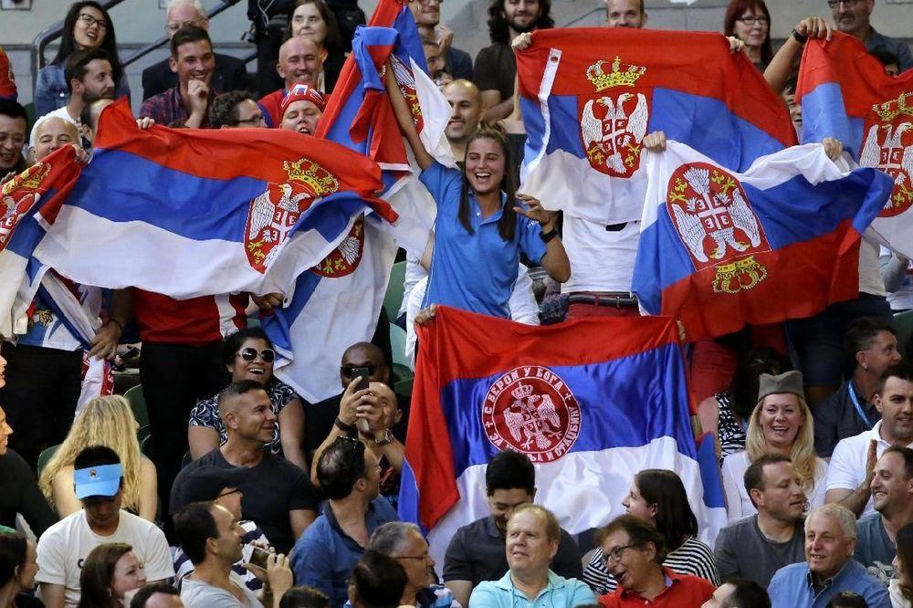(VIDEO) SRBIJA DO MELBURNA: Vijore se srpske trobojke, navijači skandiraju kralju tenisa!