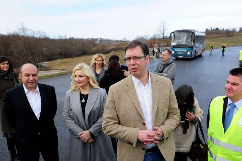 PROBIJEN TUNEL SAVINAC: Vučić čestitao radnicima pa otvorio šampanjac