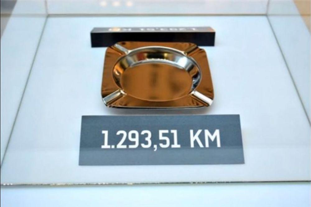 (FOTO I VIDEO) IZLOŽBA KORUPCIJE: Zavirite u Muzej javnih nabavki da vidite pepeljaru od 650 evra