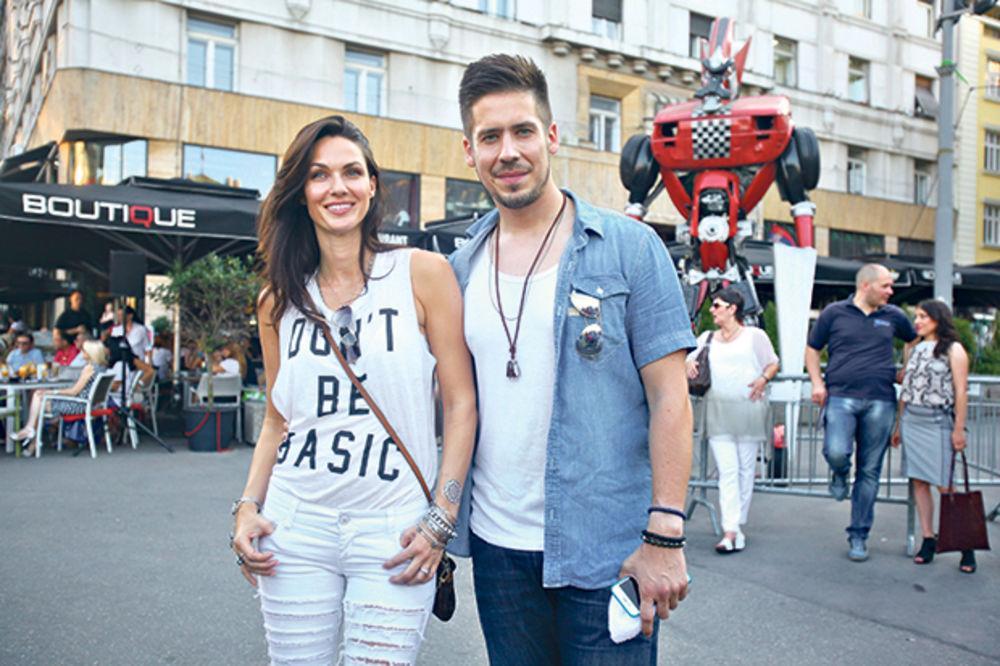 (FOTO) POKAZALA STOMAČIĆ: Evo kako izgleda Bojana Barović u 6. mesecu