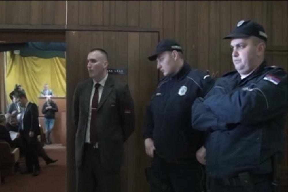 RASPRAVA O GRBU SE PRETVORILA U CIRKUS: Dveri silom upale u Skupštinu Prijepolja
