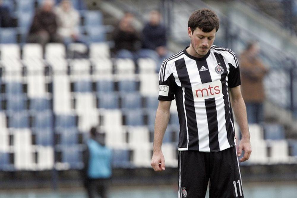 (VIDEO) HEROJ GROBARA: Pogledajte emotivnu poruku navijača Partizana Nikoli Ninkoviću