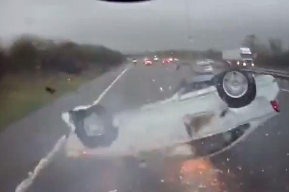 (VIDEO) SAM BOG IH JE SAČUVAO: Auto sa roditeljima i bebom klizao na krovu i svi ostali nepovređeni