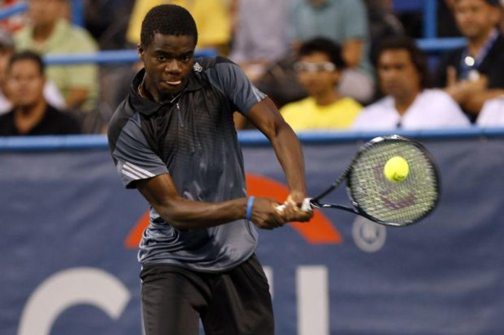 (VIDEO) LUCIDNI AMERIKANAC: Ovakav trik na teniskom terenu još niste videli