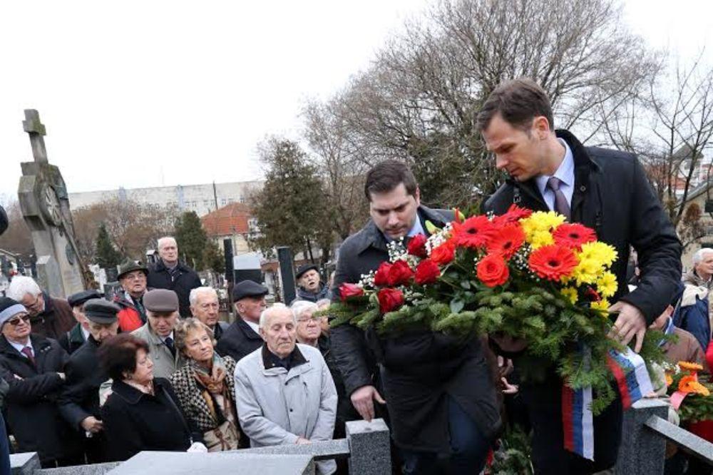 (FOTO) ODATA POČAST BRANKU PEŠIĆU: Gradski čelnici položili vence