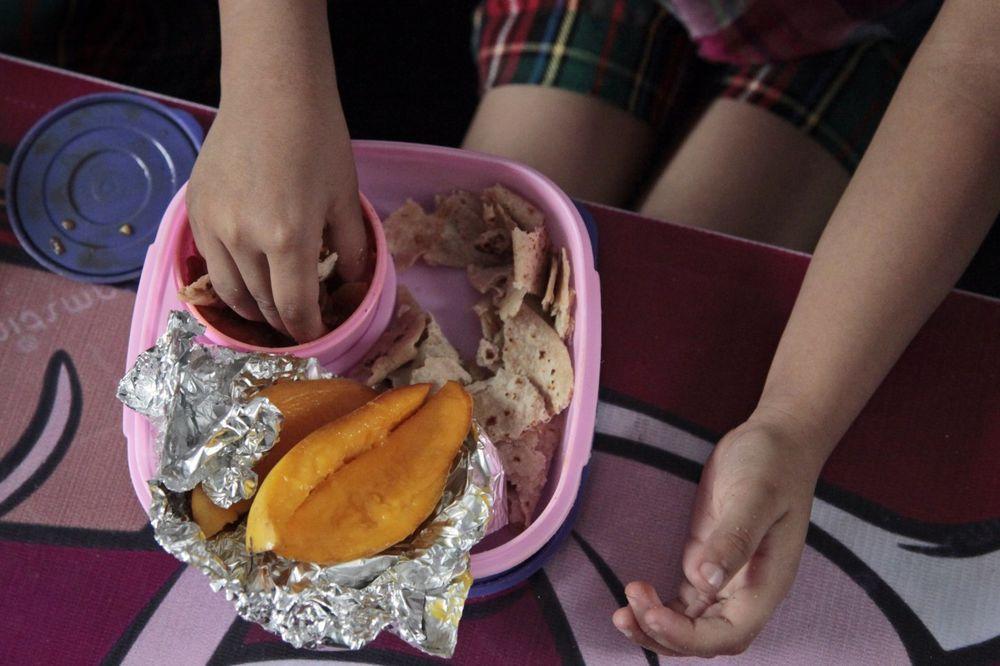 NEĆU DETETU DA PLAĆAM RUČAK U BORAVKU: Porcije su male, nekvalitetne, a hrana mi se ne dopada