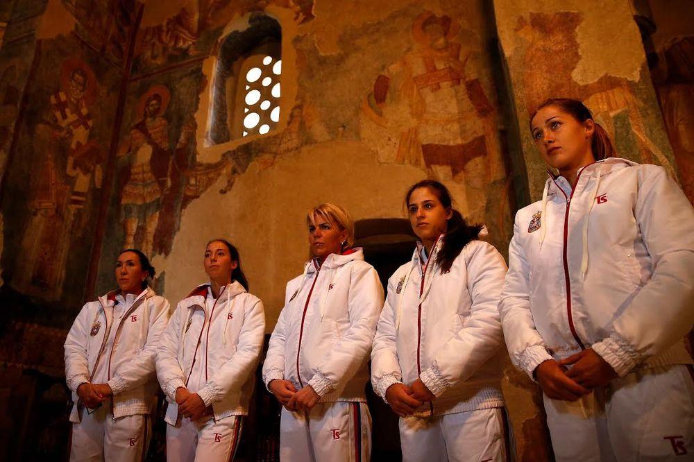 (FOTO) IZ ŽIČE KA POBEDI: Fed kup tim Srbije obišao svetinju u blizini Kraljeva