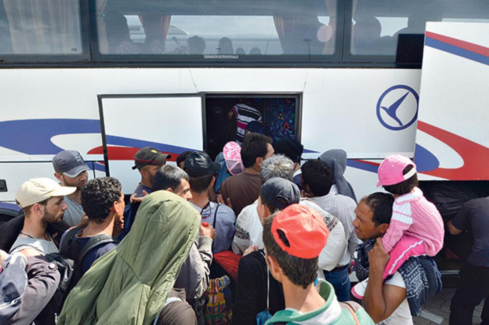 ŠTRAJKUJU U PREŠEVU: Vlada dala Lasti monopol na prevoz migranata u Srbiji!