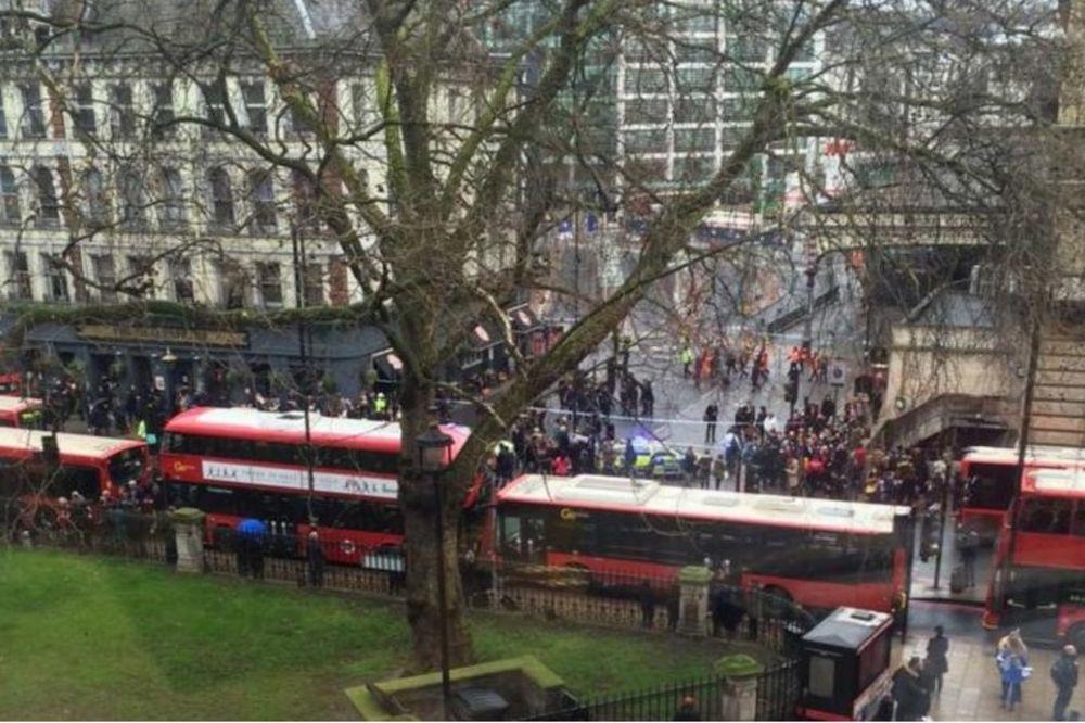 (FOTO) BOMBA NA STANICI U LONDONU: Hiljade ljudi evakuisano