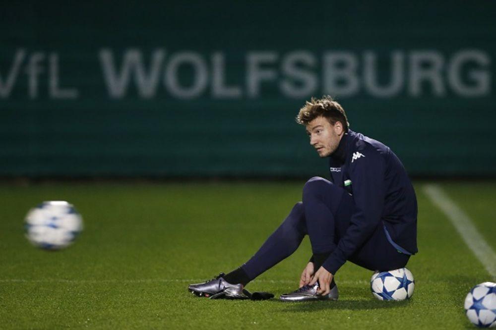 (FOTO) LORD U ELEMENTU: Bendtner iz kreveta poslao u svet fotku sa devojkom uz provokativnu poruku