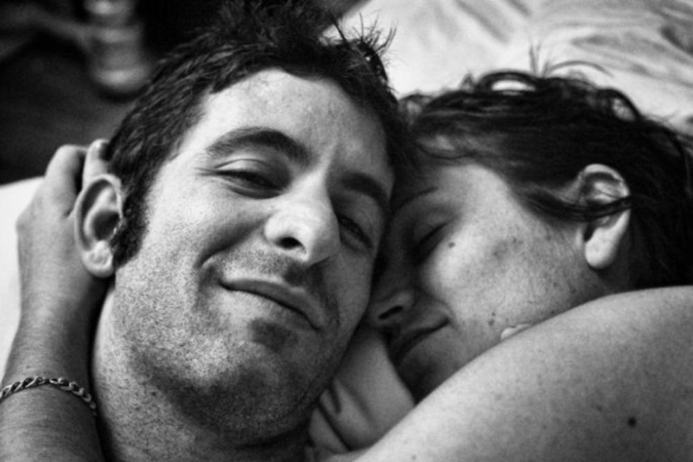 MUŽ JE NAPRAVIO FOTOGRAFIJE SUPRUGE PRED SMRT: Uspeo je da ovekoveči ljubav i gubitak!