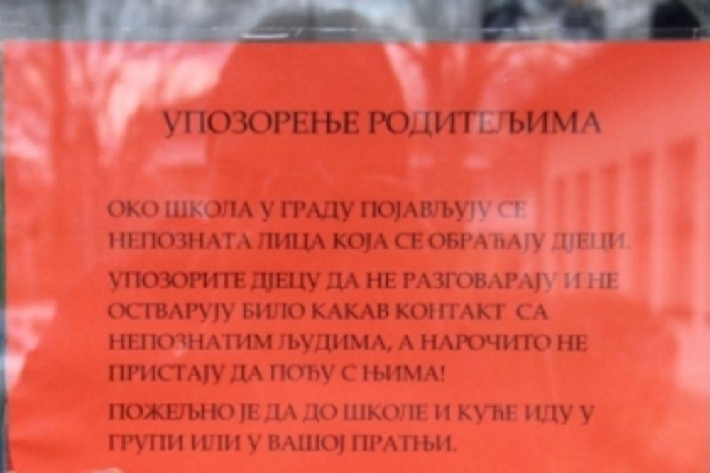 (FOTO) PANIKA U BANJALUCI: Upozorenje roditeljima na sumnjive osobe oko škole!