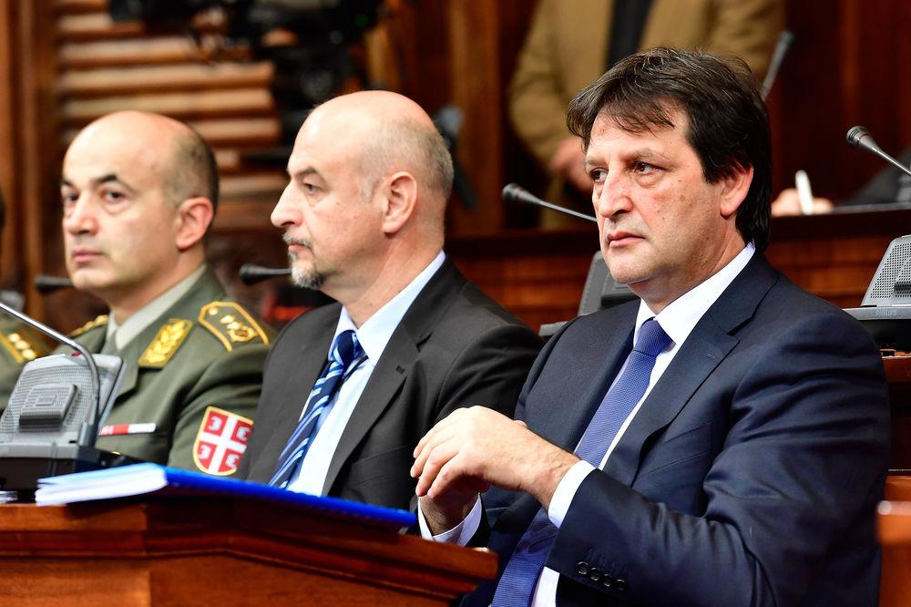 SMENJEN GAŠIĆ: Skupština razrešila ministra odbrane sa 195 glasova za