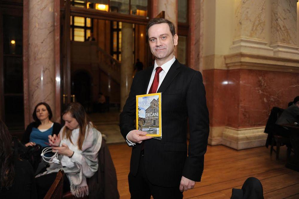 SRPSKO NASLEĐE: Nešnel džiografik se čita i u Skupštini!