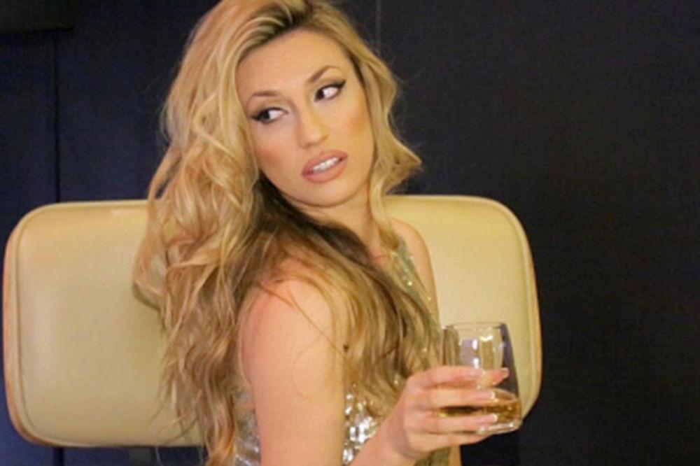Rada Manojlović je ponovo singl: Kako da startujete najatraktivniju Zvezdu Granda