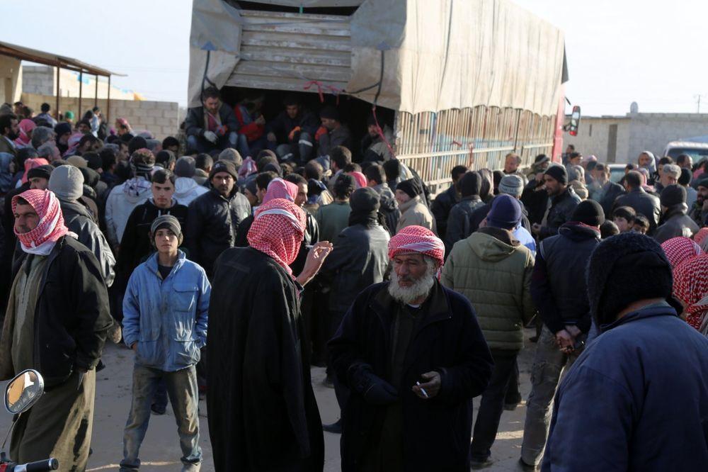 POBEGLI IZ RAZORENOG ALEPA: Na turskoj granici blokirano više od 20.000 civila!