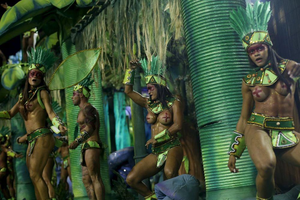 SENKA ZIKA VIRUSA NAD RIJOM: Strah od zaraze na najvećem karnevalu na svetu!