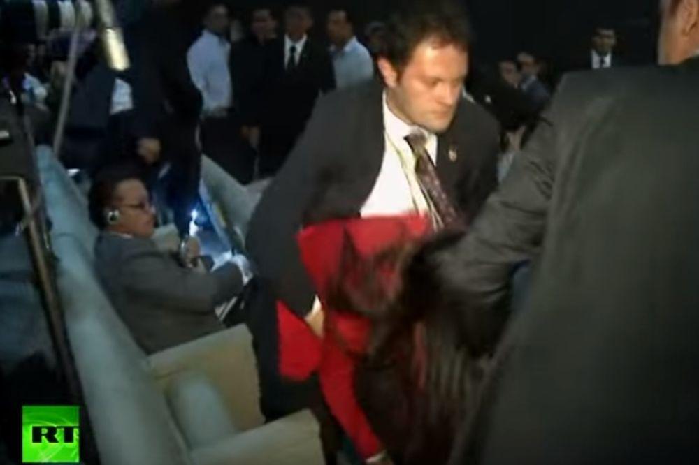 (VIDEO) NEVIĐENA BRUTALNOST ERDOGANOVOG OBEZBEĐENJA: Udarali i hvatali žene za grudi i međunožje!