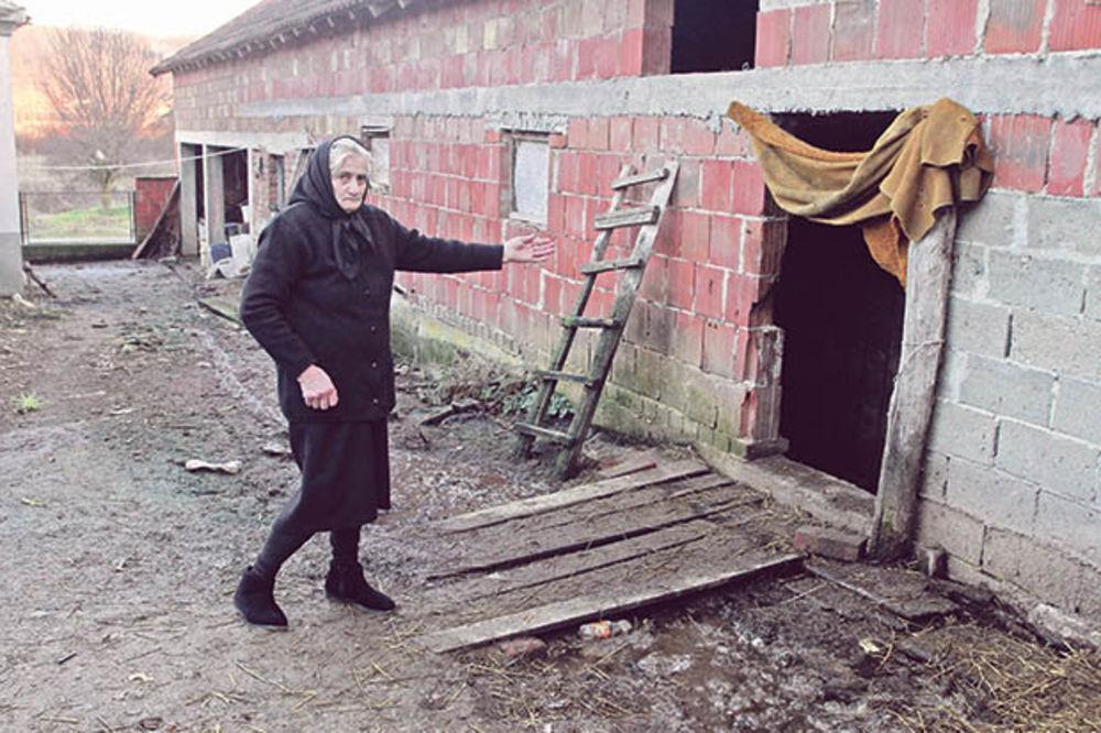 Smrt na kućnom pragu... Supruga Danica  pokazuje gde je našla mrtvog muža