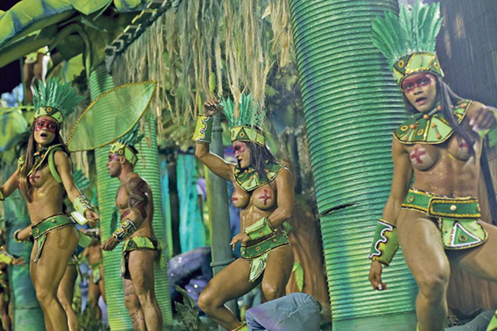 POČEO KARNEVAL U RIJU: Protiv virusa i bede igrom i kostimima