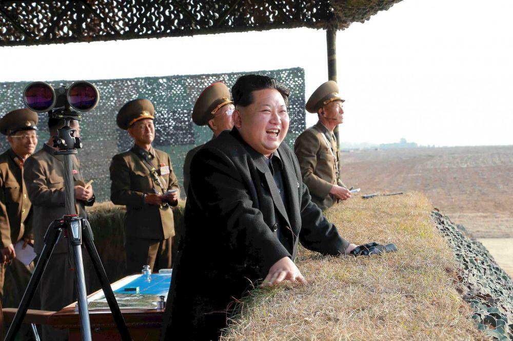 (VIDEO) CEO SVET POLUDEO: Kim opet lansirao raketu, Savet bezbednosti UN hitno zaseda
