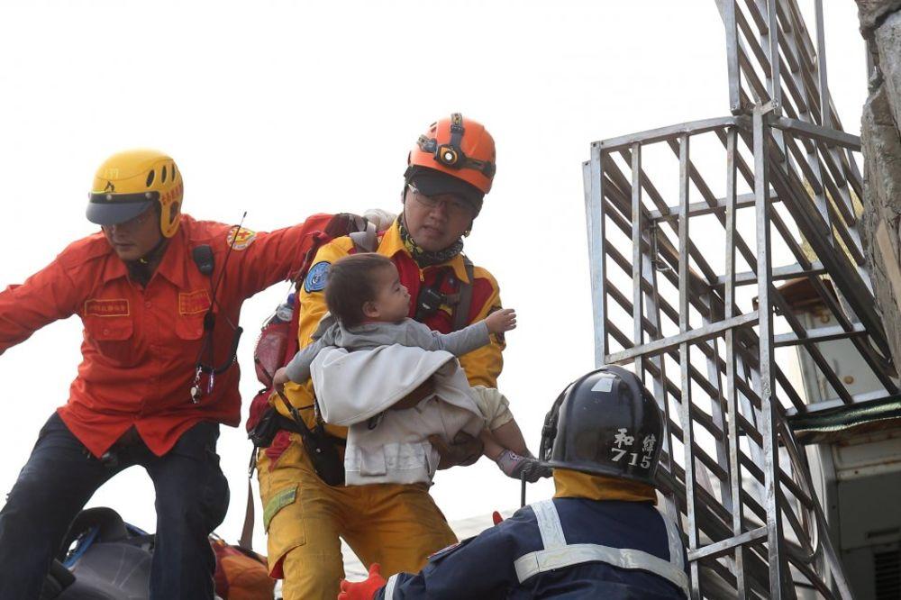 (VIDEO i FOTO) PAKAO NA TAJVANU: 19 mrtvih u zemljotresu, više od 100 zatrpanih