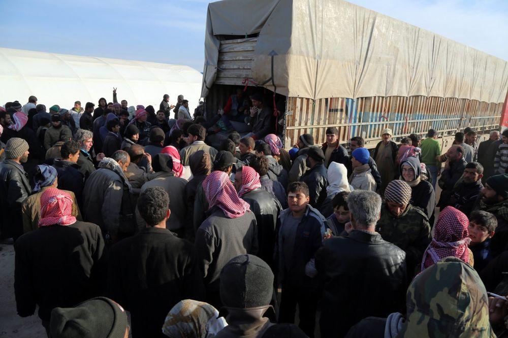 SIRIJSKE IZBEGLICE VEĆ 3 DANA NA TURSKOJ GRANICI: Ankara će ih primiti ako mora