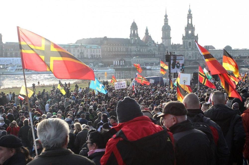 (VIDEO) OVO POLITIČARI PREĆUTKUJU: Antimigrantski protesti šire se po Evropi kao epidemija!