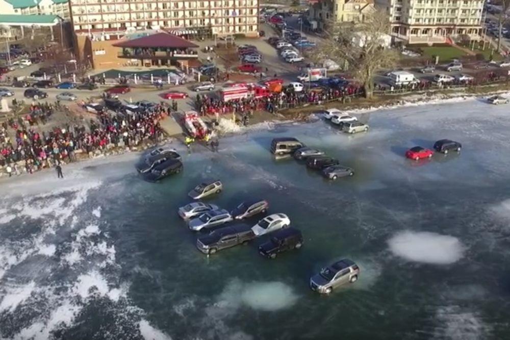 (FOTO, VIDEO) DA, TO JE BILA LOŠA IDEJA: Oni su odlučili da se parkiraju na zaleđenom jezeru