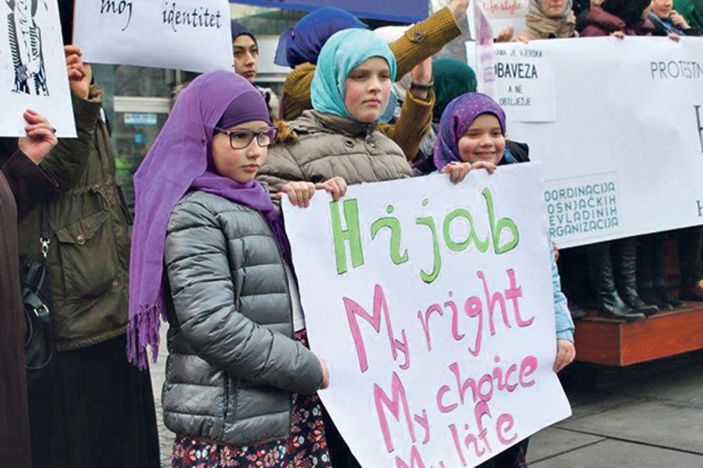 PROTEST NA ULICAMA SARAJEVA: I devojčice traže da nose hidžab!
