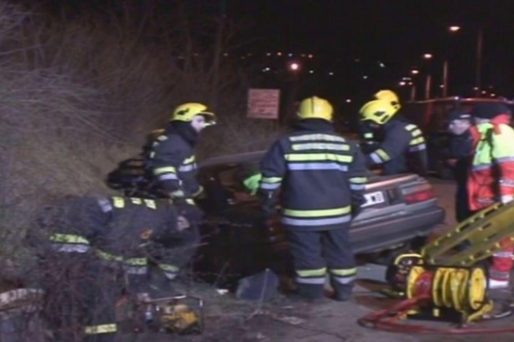 (FOTO) TEŠKA NESREĆA U JAJINCIMA: U kobnom preticanju poginuo vozač, drugi teško povređen