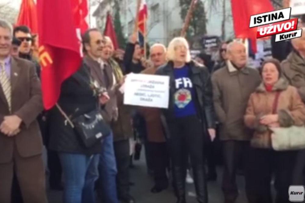 KURIR TV RAZDOR ZBOG NEDIĆA: Ovako su komunisti i nedićevci pesmama ratovali danas ispred suda!