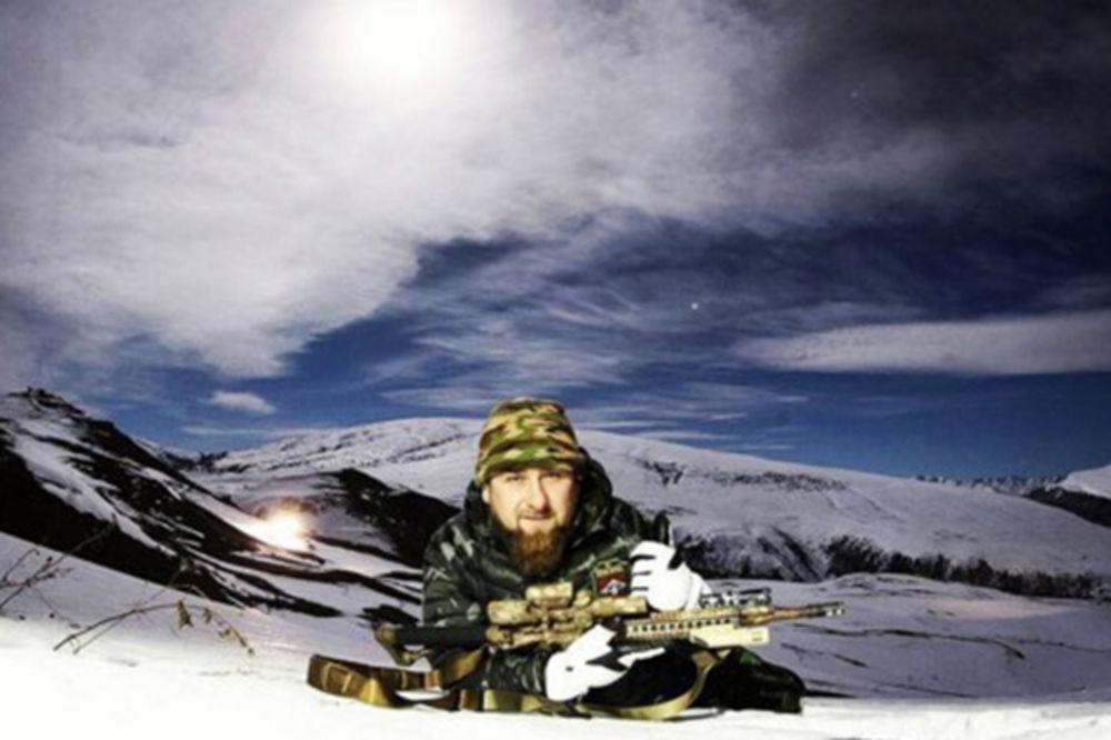 ČEČENSKI LIDER NAJAKTIVNIJI NA INSTAGRAMU: Kadirov u maskirnoj odeći i sa mitraljezom