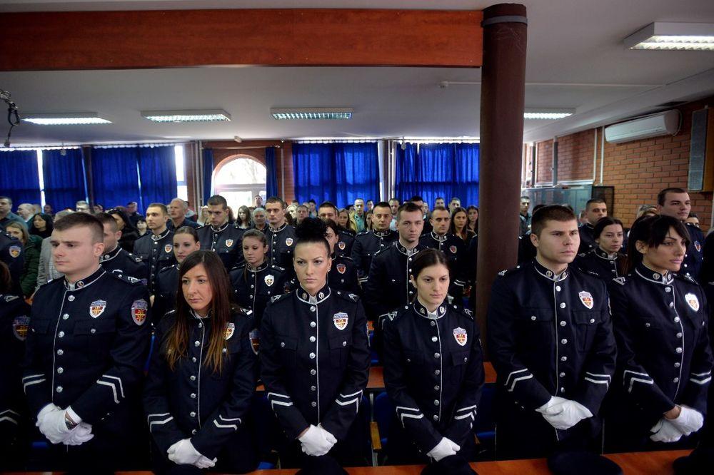FOTO MIRNO SPAVAJTE, ONE VAS ČUVAJU Mlade policajke Tamara i Katarina diplomirale s najvišom ocenom