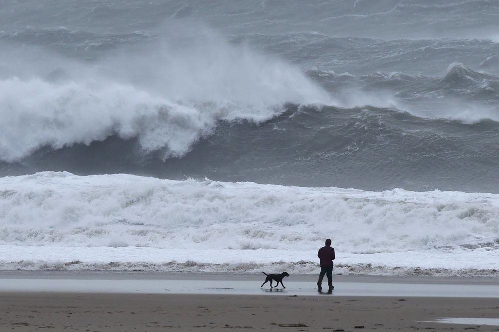 (VIDEO) DOŠAO JE RED NA IMODŽEN: Još jedna snažna oluja pustoši Britaniju
