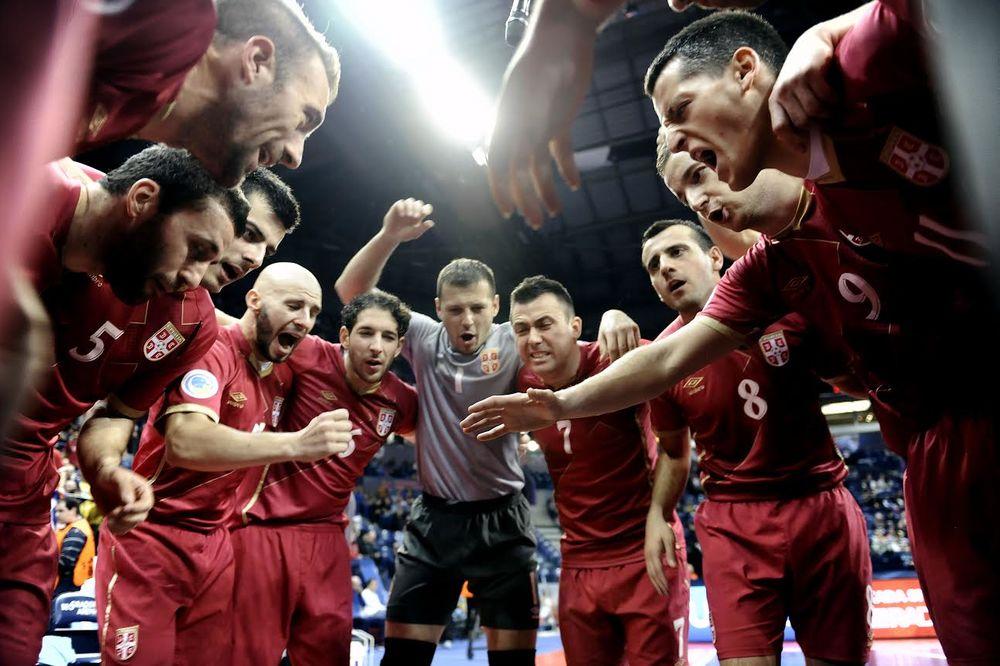 (VIDEO) NAPRED, SRBIJO: Fudbaleri Crvene zvezde sa Kipra šalju podršku futsalerima