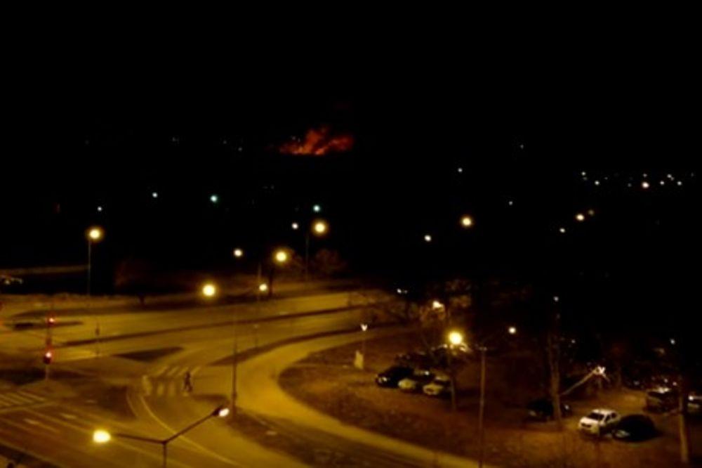 (VIDEO) PLAMEN BIO VISINE 10 METARA: Gorelo u močvari nedaleko od Novog Sada
