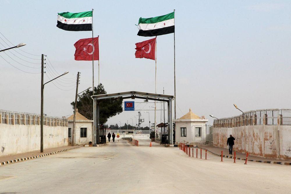 TURSKA VOJSKA NAŠLA ORUŽJE: Na granici sa Sirijom zaplenjeno 15 kila eksploziva i prsluci