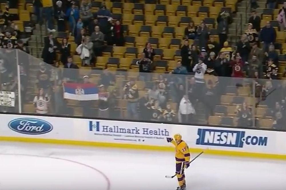 (VIDEO) SRPSKE ZASTAVE ZA MILANA: Navijači Bostona ovacijama pozdravili Lučića