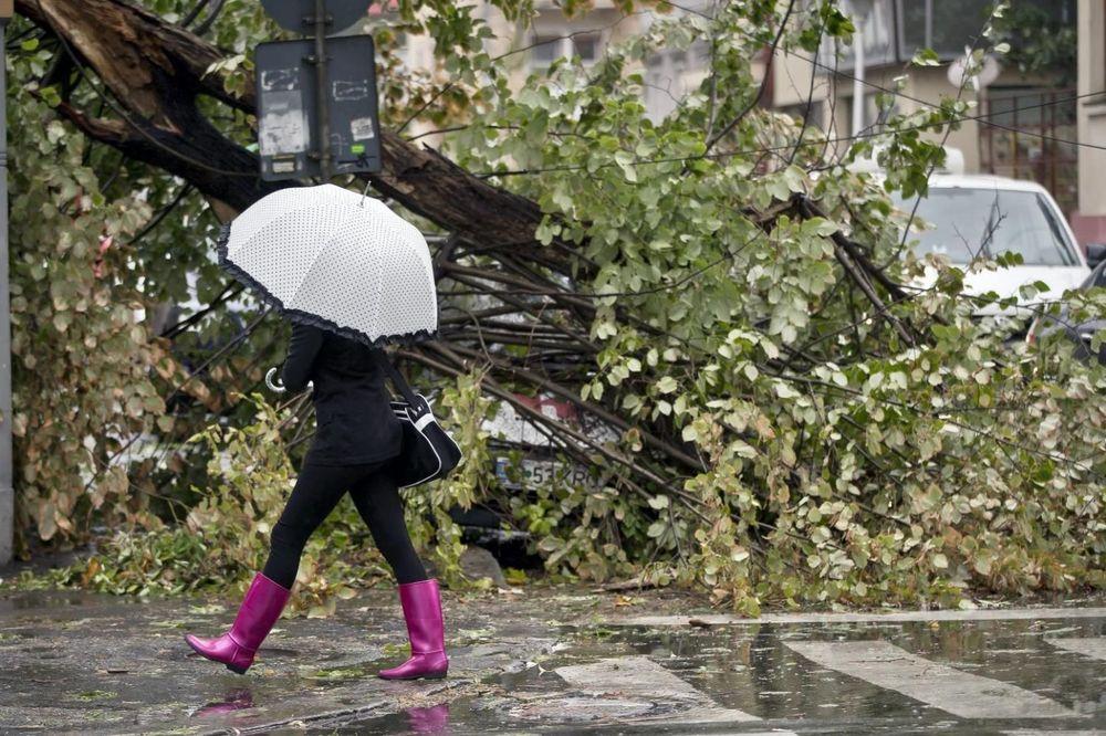NE IZLAZITE IZ KUĆA: U Srbiju stiže orkanski i olujni vetar koji će nositi sve pred sobom!