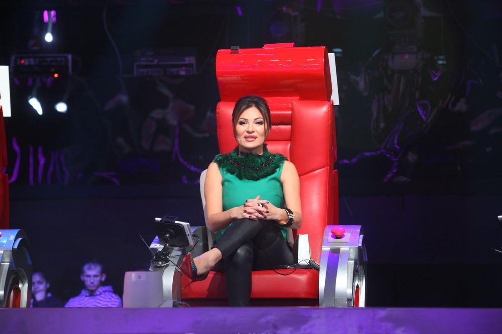 CECA DOBILA ZAMENU: Evo koja pevačica će suditi umesto nje!