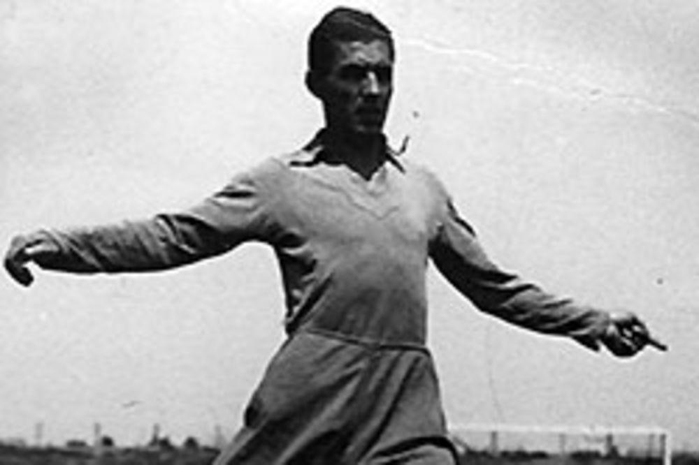 FOTKA KOJA ĆE IZNERVIRATI DELIJE: Evo dokaza da je najveća legenda Zvezde igrala za Partizan