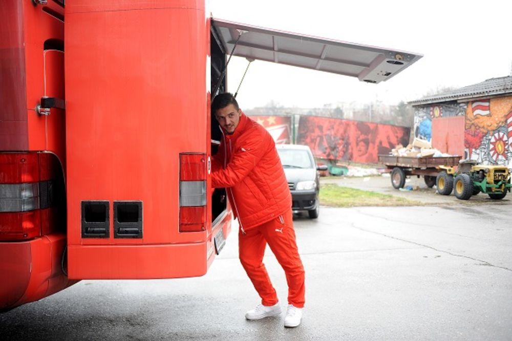 (VIDEO) CRVENO-BELIMA NIJE VALJAO: Bivši igrač Zvezde izazvao buru u Kazahstanu