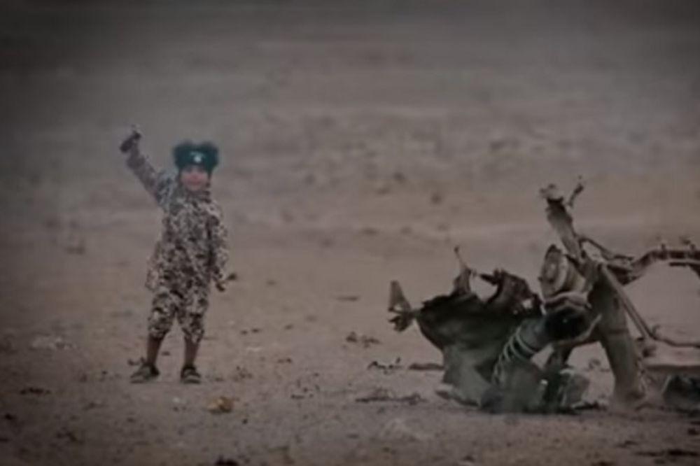 (VIDEO) SVE BOLESNIJA UBISTVA: Džihad junior (4) aktivirao auto-bombu i ubio četvoricu zarobljenika