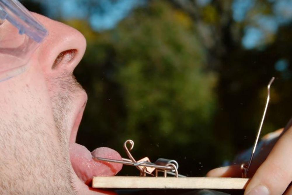 (VIDEO) LUDI EKSPERIMENT NA USPORENOM SNIMKU: Evo šta se desi kada na jezik stavite mišolovku