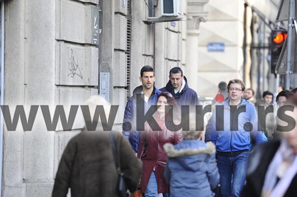 KURIR PAPARACO AS DIGAO BEOGRAD NA NOGE: Novak Đoković prošetao centrom grada