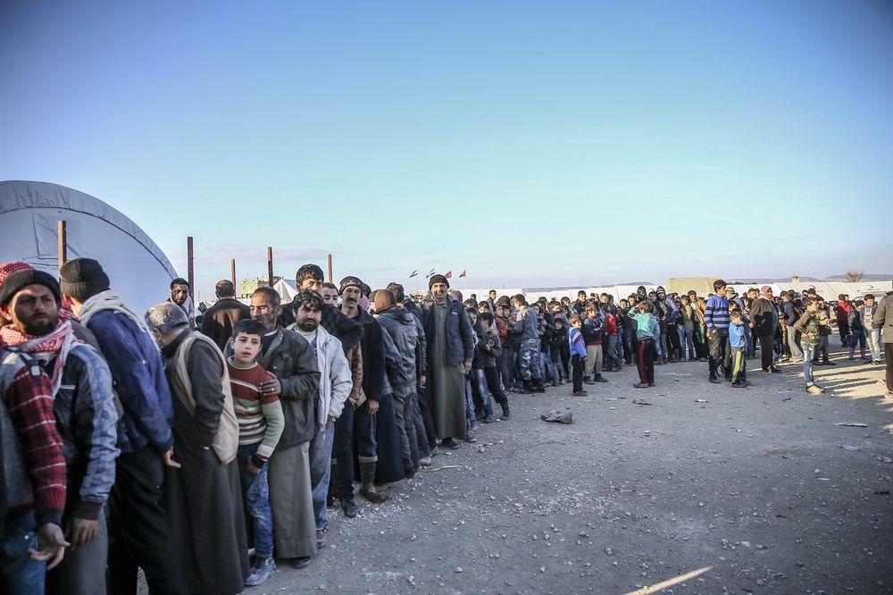 TURSKA NA IVICI: Ka granici se kreće 50.000 izbeglica iz Sirije
