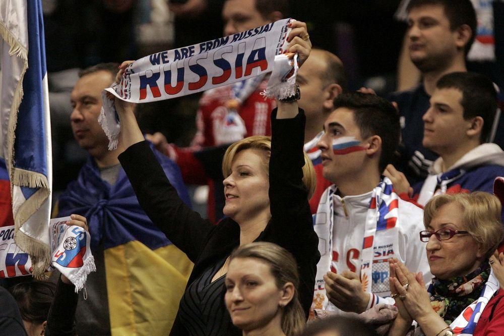 (VIDEO) Evo kako je dočekana himna Rusije u Beogradu!