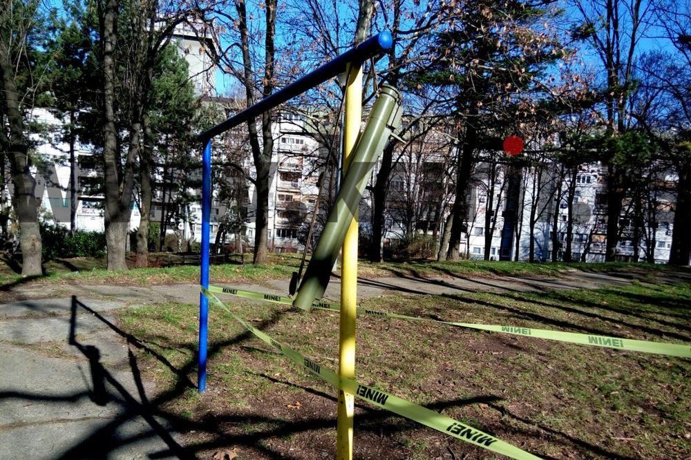 (FOTO) PANIKA NA KONJARNIKU Policija uklonila cev raketnog bacača kod vrtića Šećerko